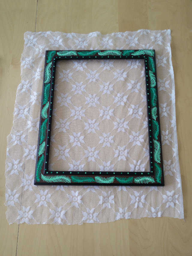 Medium lace earring holder 06