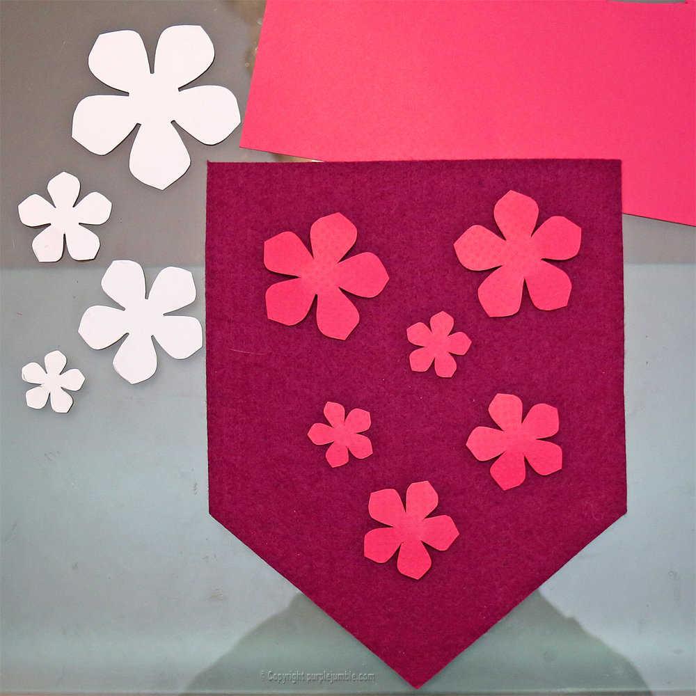 Medium banniere feutrine fleurs papier pompons 6