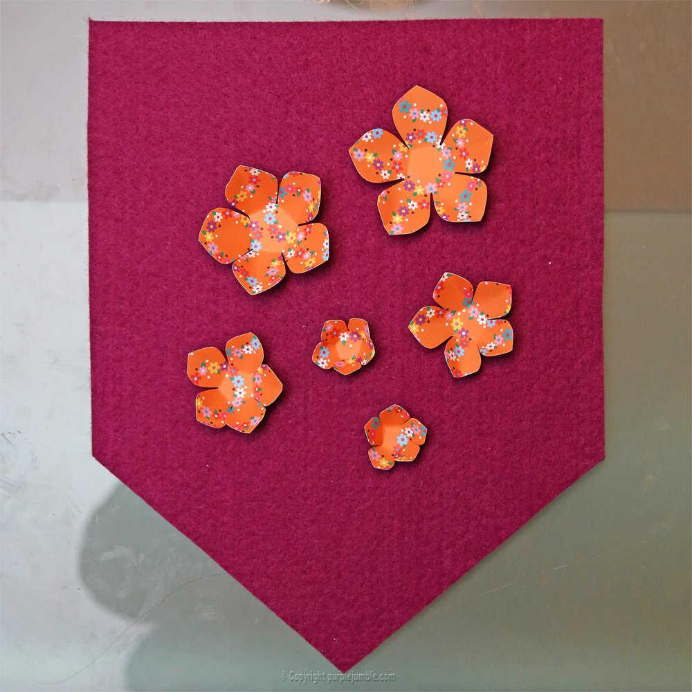 Medium banniere feutrine fleurs papier pompons 4