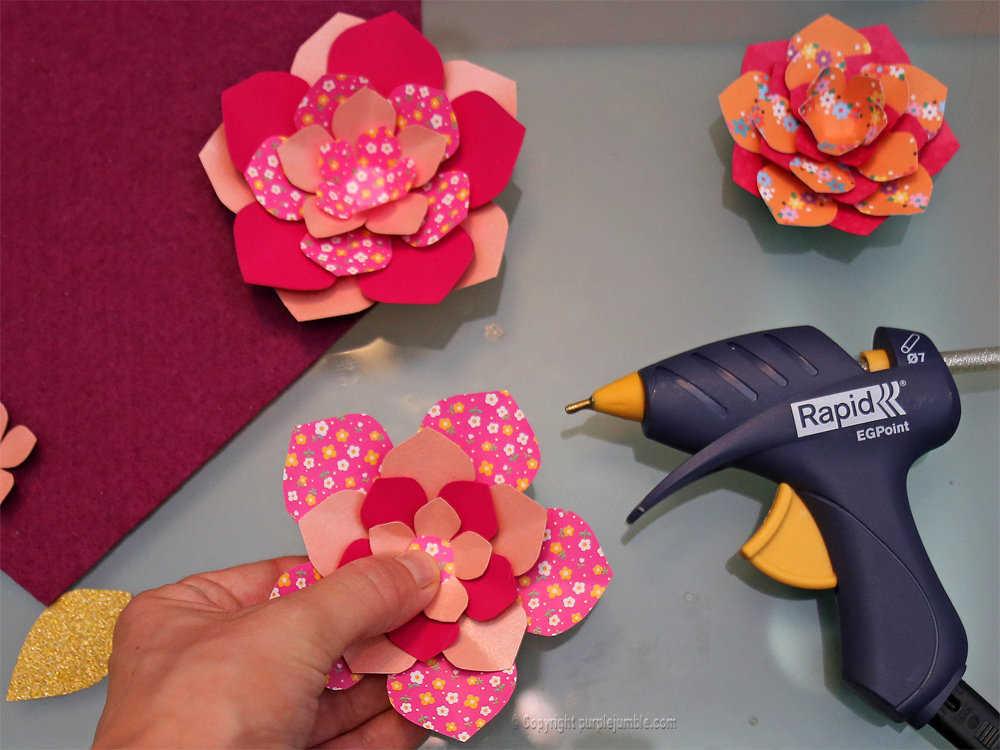 Medium banniere feutrine fleurs papier pompons 12