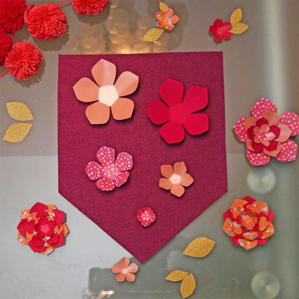 Medium banniere feutrine fleurs papier pompons 8