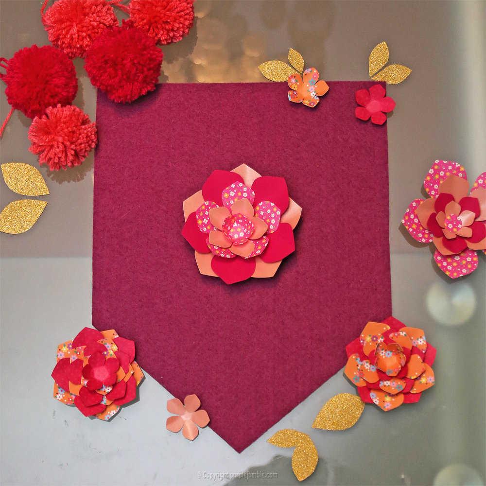 Medium banniere feutrine fleurs papier pompons 9