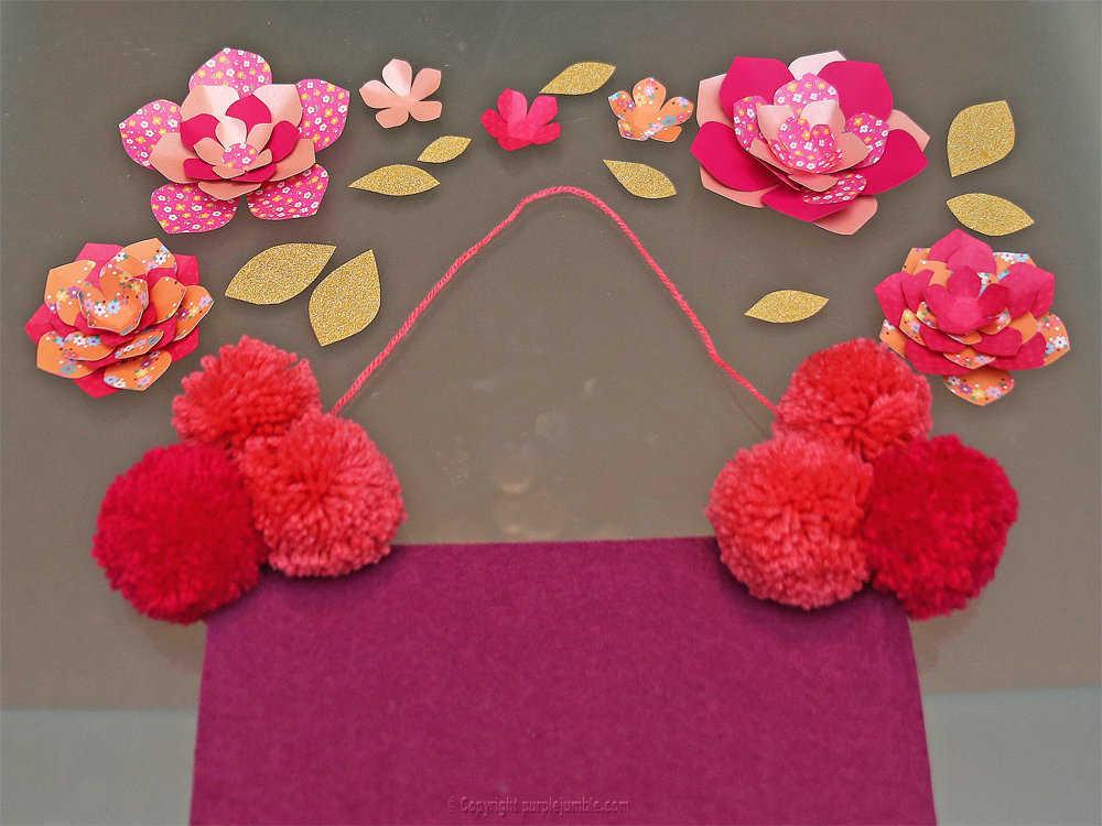 Medium banniere feutrine fleurs papier pompons 14