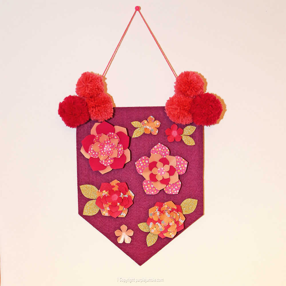 Medium banniere feutrine fleurs papier pompons 16