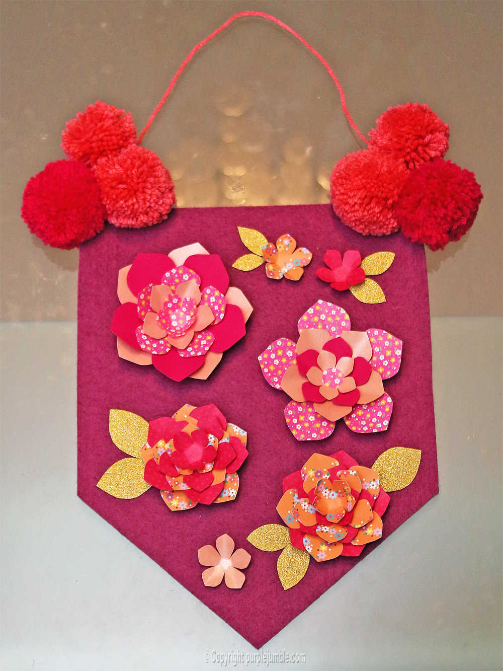 Medium banniere feutrine fleurs papier pompons 15