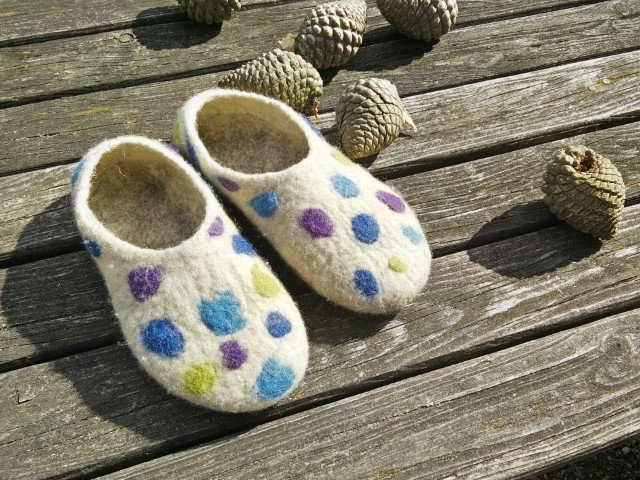 Medium hand felted slippers 01