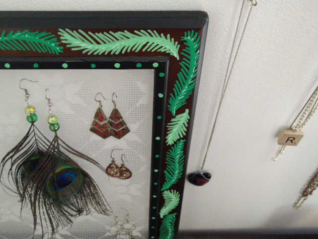 Medium lace earring holder 10