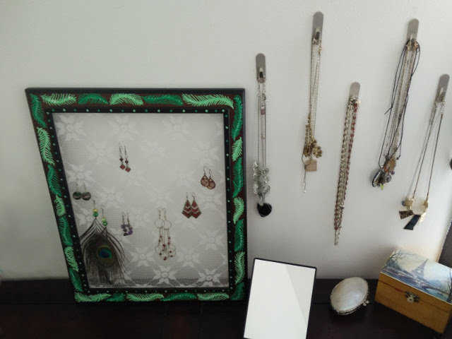 Medium lace earring holder 09