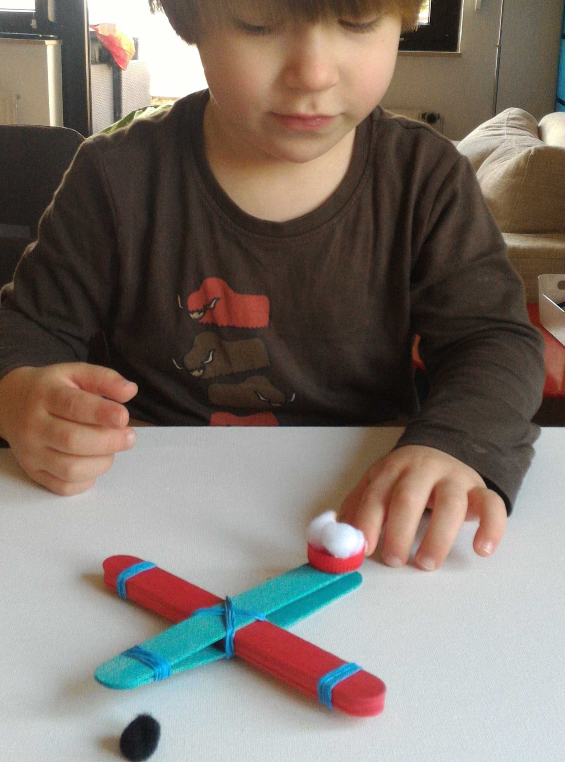 Medium fabriquer une catapulte   pompons